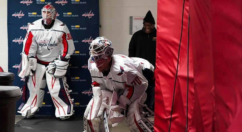 Capitals approaching crossroads between Holtby, Samsonov