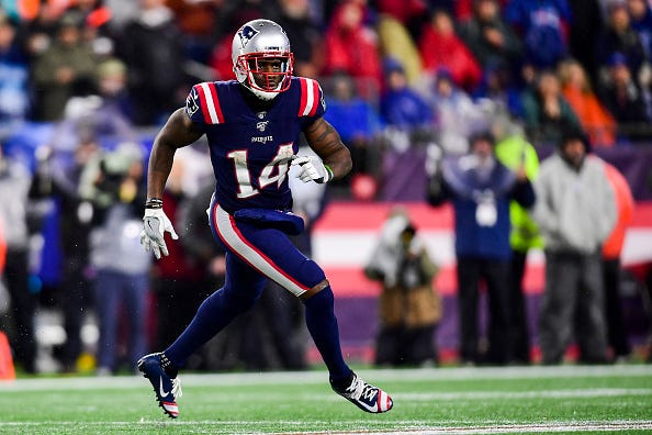 Mohamed Sanu runs a route in his first game with Patriots.