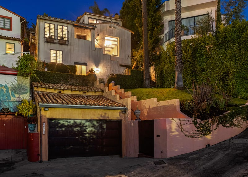'Breaking Bad' Star Aaron Paul Sells $2.2 Million L.A. Home, Reportedly Once Owned By Brad Pitt