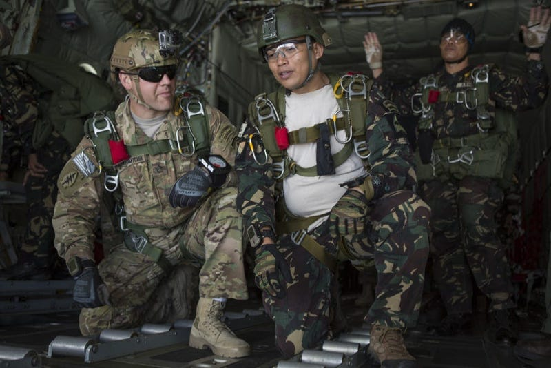 Special Forces trains Philippine Special Forces