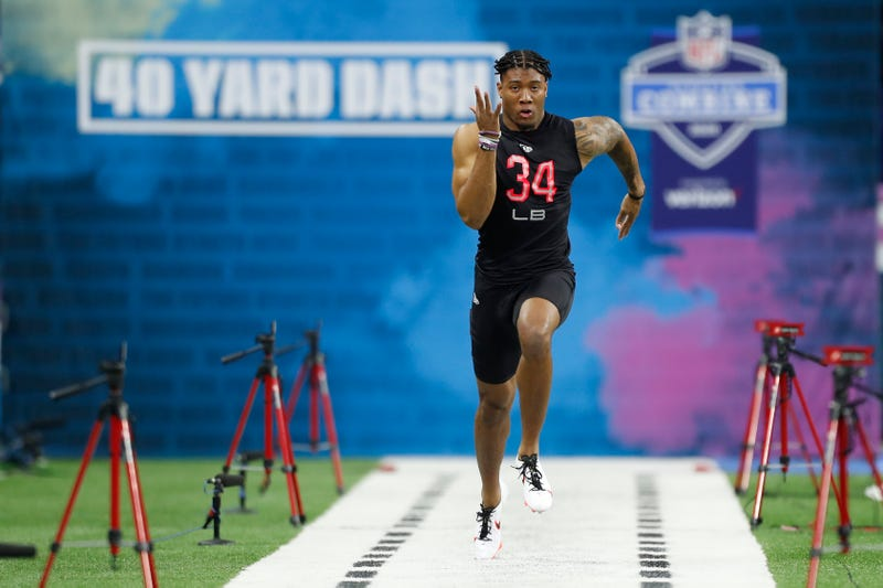 Isaiah Simmons bursts down the field at the NFL Scouting Combine.