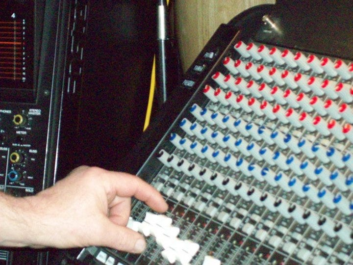 hand and sound board