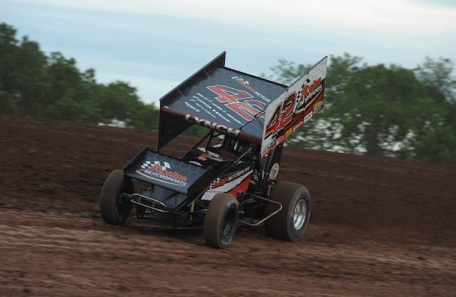 Sye Lynch's No. 42 Mosites Motorsports Sprint Car