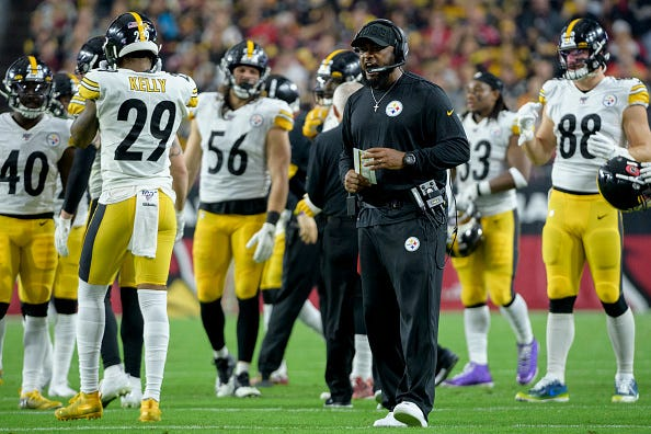 Steelers coach Mike Tomlin fires up his team during a timeout.