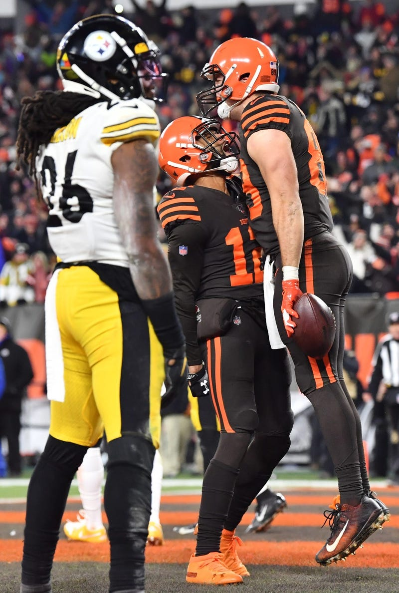 Cleveland Browns tight end Stephen Carlson (89) and wide receiver KhaDarel Hodge (12) celebrate after Carlson caught a touchdown over the defense of Pittsburgh Steelers inside linebacker Mark Barron (26) during the fourth quarter at FirstEnergy Stadium.