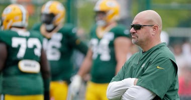 Mike Pettine looks on at the Packers defense