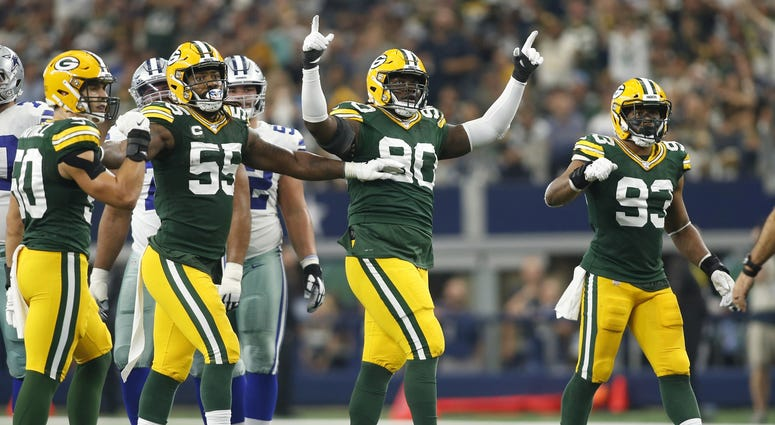 Packers defense celebrating