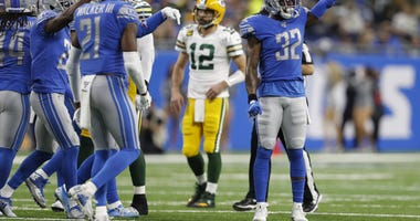 Frustration sets in as Rodgers air mails yet another pass at Ford Field