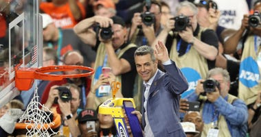 Tony Bennett Cutting Down Nets