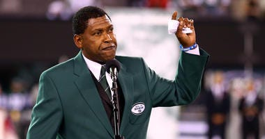 Former New York Jets wide receiver Wesley Walker addresses the crowd during a haltime ceremony inducting him and former Jets ALl-Pro defensive lineman Mark Gastineau into the Jets' Ring of Honor against the Houston Texans at MetLife Stadium on October 8,