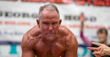 Marine veteran George Hood breaks world record for planking