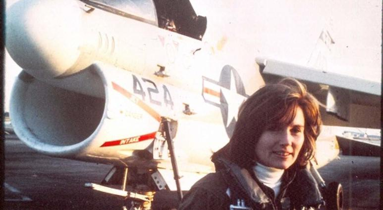 Navy's first female jet pilot dies at 65 after losing battle with