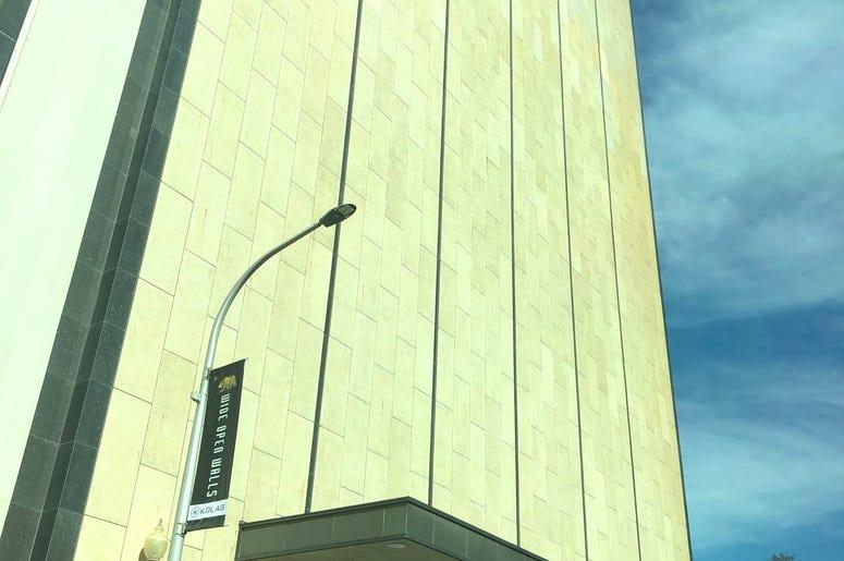 windowlessbuilidng.JPG