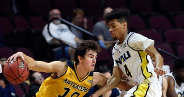 Photo of an UC Irvine player attempting a crossover while being guarded by a Northern Arizona player.