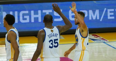Golden State Warriors Kevin Durant and Steph Curry