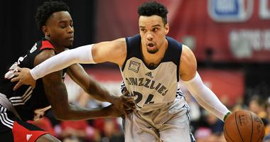 Brooks signed by Grizzlies