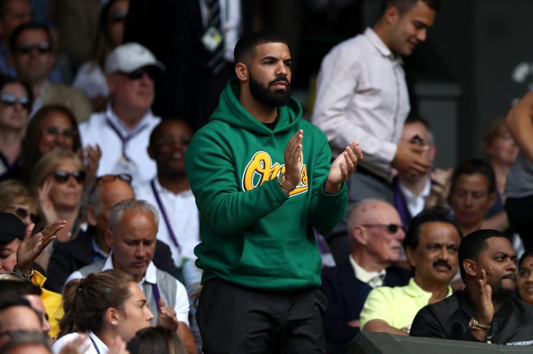 Drake on centre court watching Serena Williams
