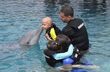 Zaliyah visits Dolphinaris