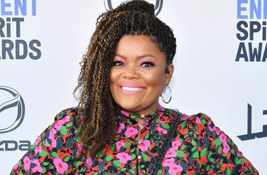 """""""Community"""" Star, Yvette Nicole Brown, Tells Us What She Wants from a President!"""
