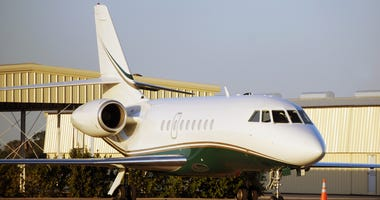 Private Jet / Falcon 2000