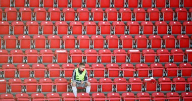BERLIN, GERMANY - MAY 17: Bayern Munich susbstitute Lukas Mai in the stands wearing a protective face mask during the Bundesliga match between 1. FC Union Berlin and FC Bayern Muenchen at Stadion An der Alten Foersterei on May 17, 2020 in Berlin, Germany.