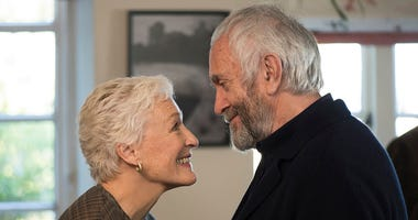 Glenn Close and Jonathan Pryce in 'The Wife'