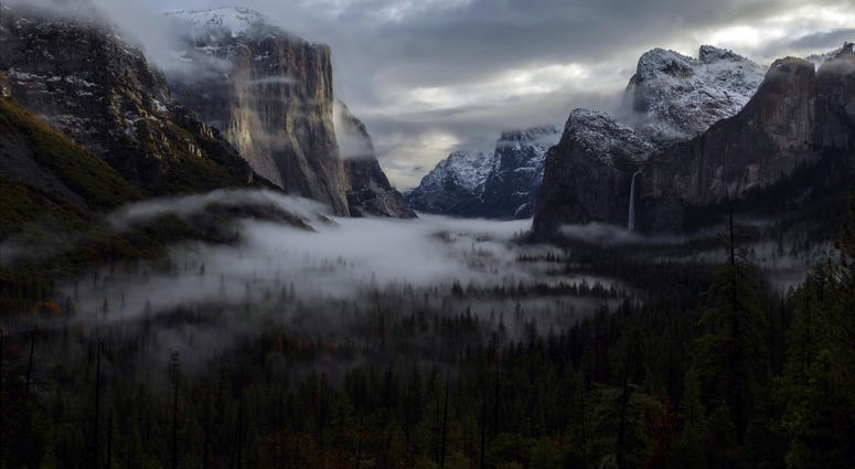 Sunrise in the Yosemite valley in Yosemite National Park.