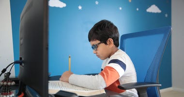 """Learning """"hubs"""" form to stop low-income students from falling behind"""