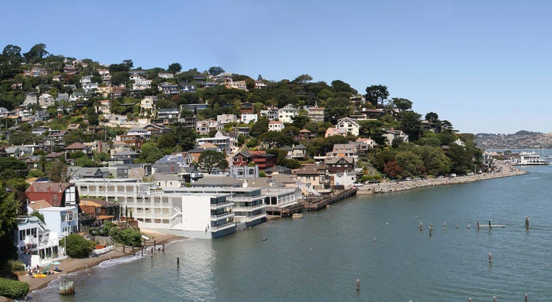 Celebrated as a haven for creative artists and for its picturesque waterfront area, once a year the city of Sausalito combines these two characteristics into a festival that mixes art and wine, food and entertainment, and says goodbye to another summer.