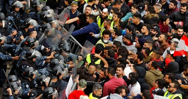 Lebanese anti-government protesters clash with riot policemen