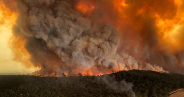 wildfires rage under plumes of smoke in Bairnsdale, Australia