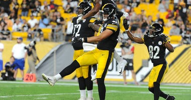 The Pittsburgh Steelers players celebrate after a touchdown against the Tampa Bay Buccaneers at Heinz Field.
