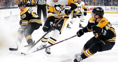 Pittsburgh Penguins' Patric Hornqvist (72) battles Boston Bruins' Brad Marchand