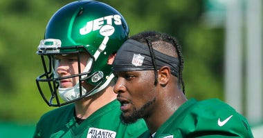 New York Jets' Le'Veon Bell, right, talks with quarterback Sam Darnold during practice at the NFL football team's training camp in Florham Park, N.J., Thursday, July 25, 2019.