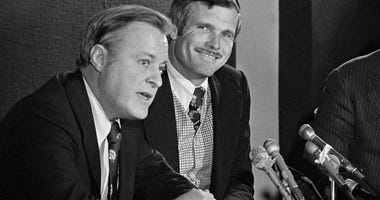 Atlanta Braves chairman Bill Bartholomay, left, and Ted Turner