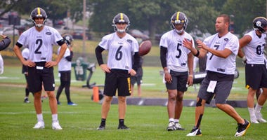 Steelers quarterbacks at training camp in 2019