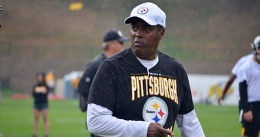 Veteran NFL assistant coach Ray Sherman at Steelers training camp 2019