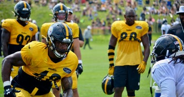 Steelers LB Bud Dupree at training camp in 2019