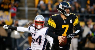 Ben Roethlisberger #7 of the Pittsburgh Steelers scrambles under pressure from Dont'a Hightower #54 of the New England Patriots