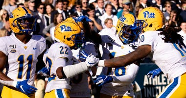 Pittsburgh Panthers celebrate a touchdown