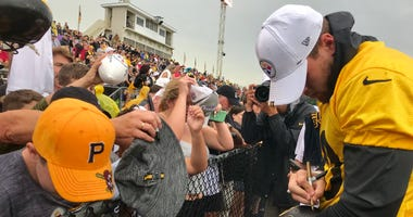 Steelers LB TJ Watt signs autographs at Latrobe Memorial Stadium in August 2019