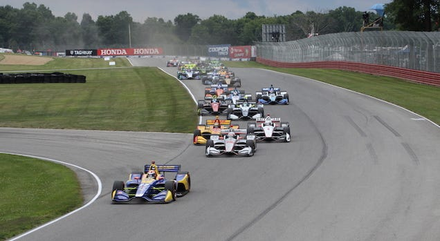 Alexander Rossi leads the IndyCar field to the green flag at the Mid-Ohio Sports Car Course