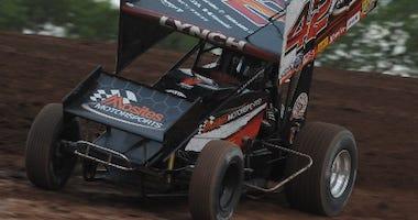 Sye Lynch's No. 42 Mosites Motorsports Sprint Car