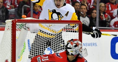 Malkin scores on Holtby