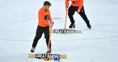 Flyers ice crew