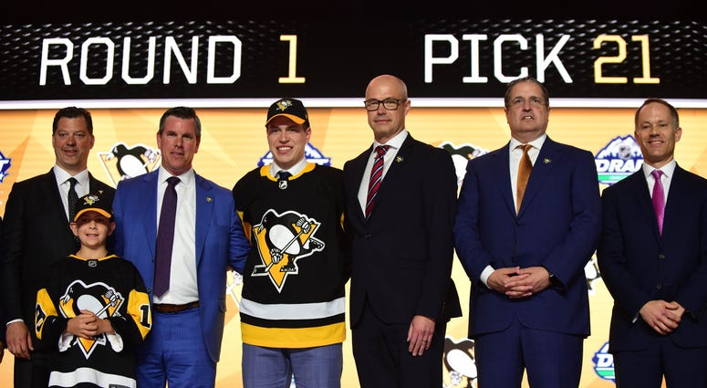 Samuel Poulin poses for a photo after being selected as the number twenty-one overall pick to the Pittsburgh Penguins in the first round of the 2019 NHL Draft at Rogers Arena.