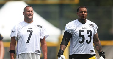 Pittsburgh Steelers quarterback Ben Roethlisberger (7) and center Maurkice Pouncey