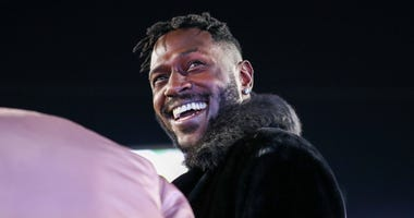 Pittsburgh Steelers wide receiver Antonio Brown smiles on the sidelines during the first quarter at Mountaineer Field at Milan Puskar Stadium.