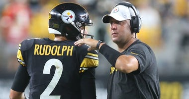 Pittsburgh Steelers quarterback Mason Rudolph (2) is congratulated after a touchdown drive by quarterback Ben Roethlisberger (right) against the Kansas City Chiefs during the second quarter at Heinz F...