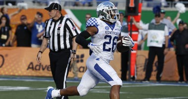 Kentucky Wildcats running back Benny Snell Jr. (26) runs in for the score against the Penn State Nittany Lions during the second half in the 2019 Citrus Bowl at Camping World Stadium.
